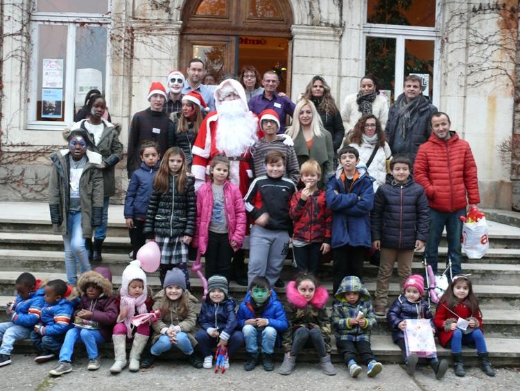 photo groupe devant chateau